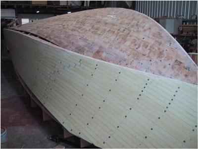 无模具制作玻璃钢船艇操作过程