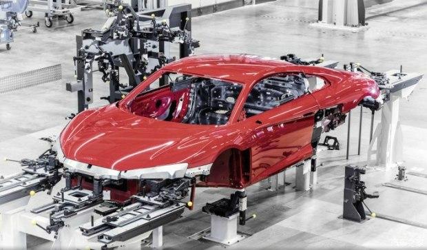 奥迪新r8的车身是如何制造出来的?